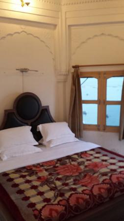 Palace on Steps: Balcony room. It is really cute, and amazing view of the river right outside your window
