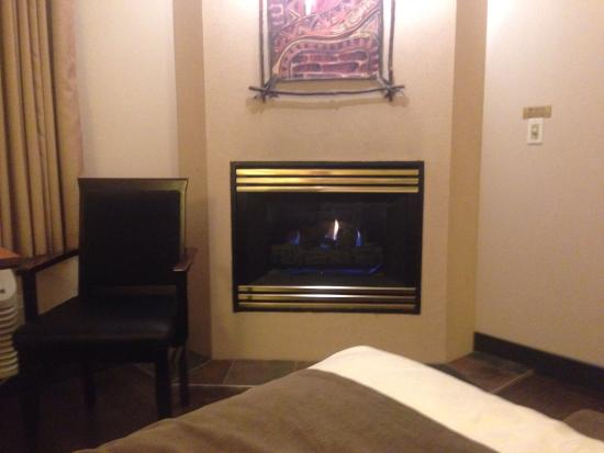 BEST WESTERN Pocaterra Inn: In room fireplace