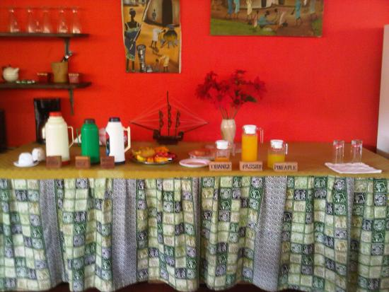 Kenga Giama Resort: Since we were the only ones, the breakfast was to our preference.