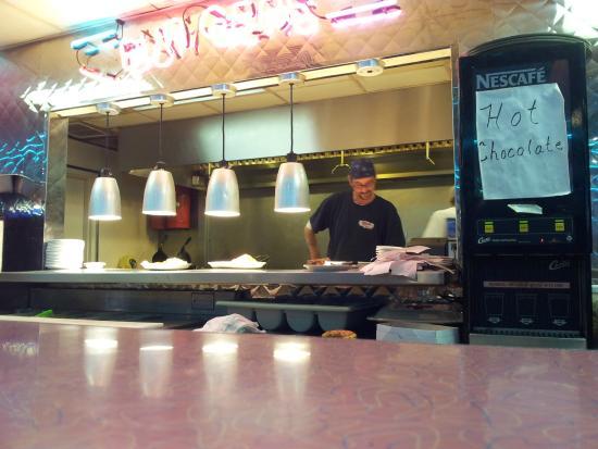 Troy's 105 Diner : kitchen