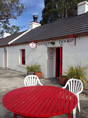 Donegal House : Quaint back entrance to bar and resturant