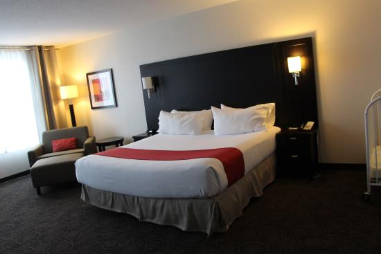 Holiday Inn Hotel & Suites Red Deer South: Wheelchair Accessible Room #303