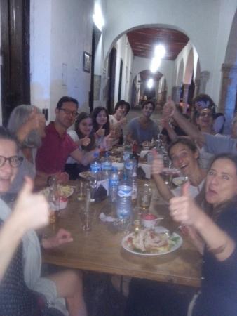 Cafe Restaurante Los Arcos : Felices y contentos por la comida en el restaurante CAFE LOS ARCOS
