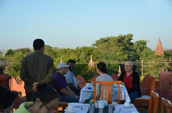 Thurizza Hotel Bagan : Breakfast amongst the pagodas