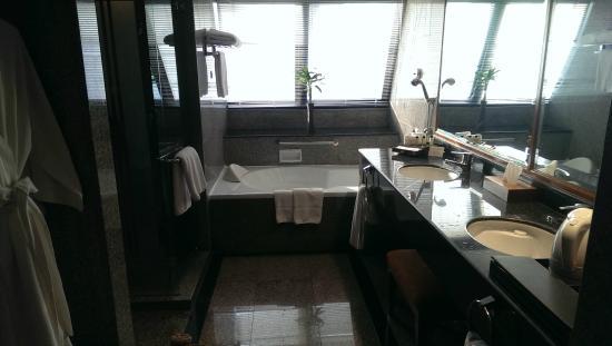 Amari Boulevard Bangkok: Bathroom