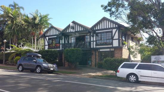 Montville Cafe Bar and Grille: Characterful exterior