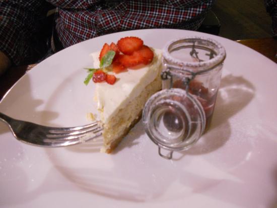Stopkova Plzeňská Pivnice: Lemon cheesecake