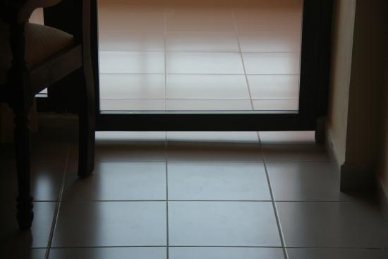 Islazul Hotel Pinar del Rio: Spaltmaß der Balkontüre