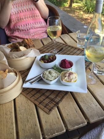 Phillip Island Winery: Scrumptious dips and delicious wine!