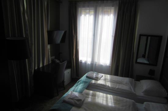 Arcadia Hotel Budapest: Room