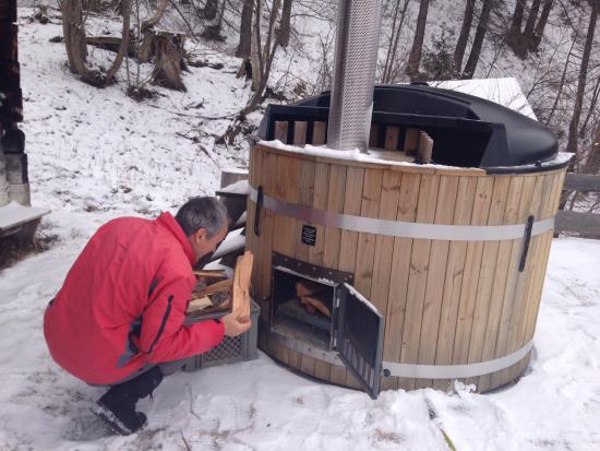 Feldis/Veulden, Switzerland: Preparing the hot pot for tonight !