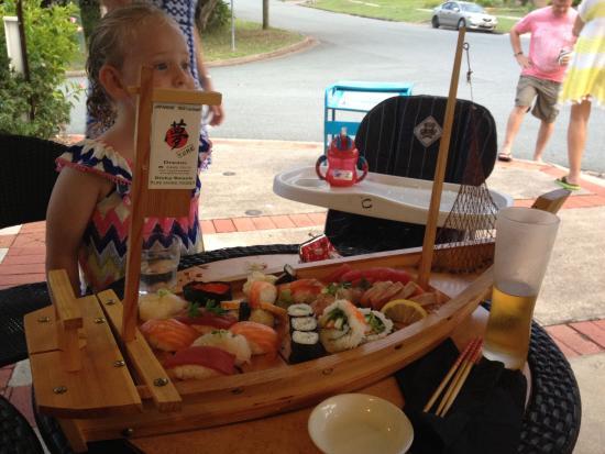 Yume Japanese Restaurant: Sashimi, sushi boat.