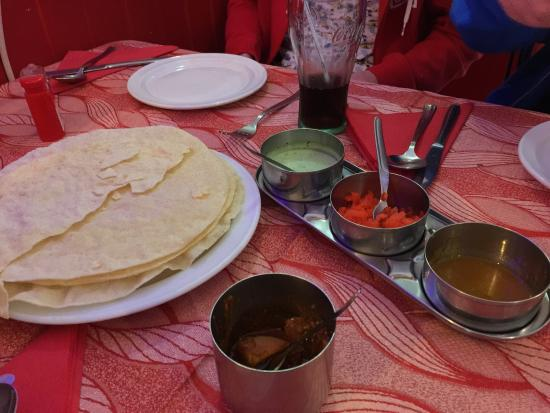 Bombay Masala: Poppadoms and chutneys