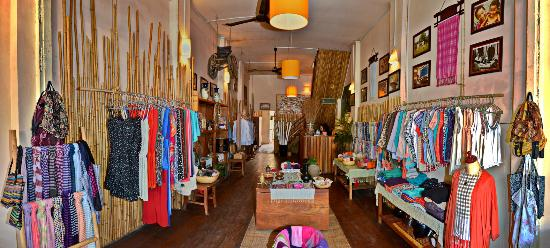 The Lonely Tree Cafe: Handicraft Store