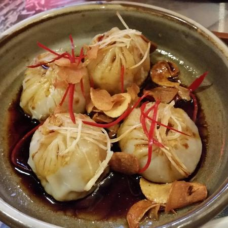 Lucy Liu Kitchen and Bar: Crystal skin prawn dumplings - delicious!