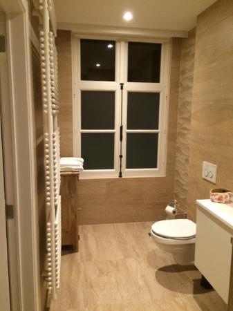 Luxe badkamer - Foto van Grand Hotel du Sablon, Brugge - TripAdvisor