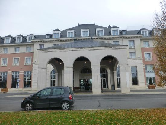 Magny-le-Hongre, France: nice building