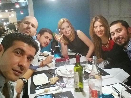 De cena con amigos fotograf a de la esencia de bonifaz for Cena facil para amigos