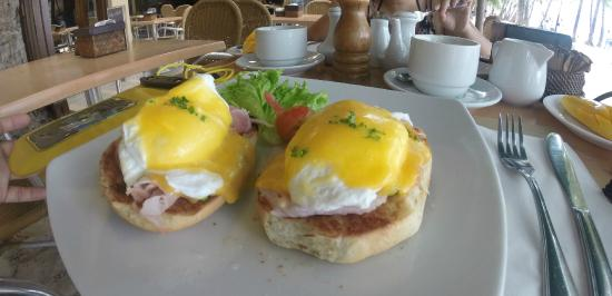 Cafe del Sol Boracay: Egg's Benedict. Temptation alert!