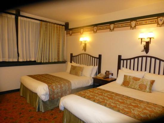 Disney's Sequoia Lodge : room