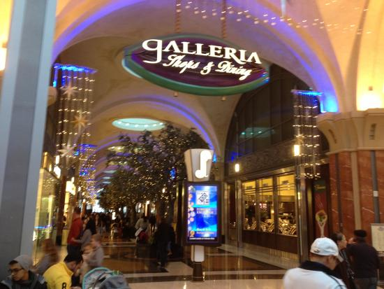 fallsview casino mall