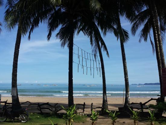 Green Verde Resort Inn: Beach view from near resto.