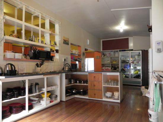Tombstone Backpackers : Common kitchen
