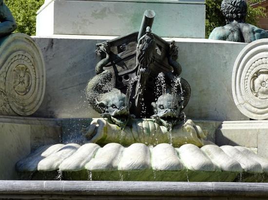 Le parc du Domaine : une statue