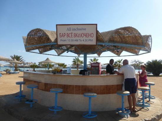 Zahabia Hotel and Beach Resort: бар на пляже