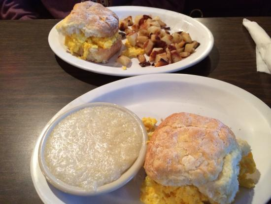 Henry's Restaurant: I LOVE the biscuits!  BEST ever!