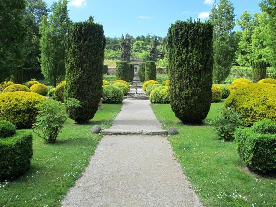 Schloss Hotel Kronberg: Rose garden.