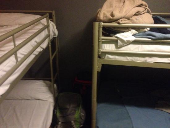 Caulaincourt Square Hostel : Комната на 6х. Очень тонкие стены. Все слышно