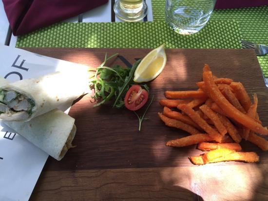 The Restaurant At Neethlingshof: Chicken wrap