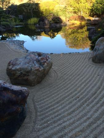 Freestone, Califórnia: carefully manicured sand in the main garden