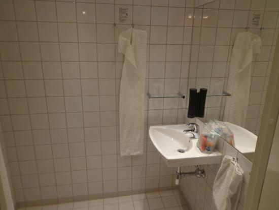 Zleep Hotel Billund: bathroom with hot floor