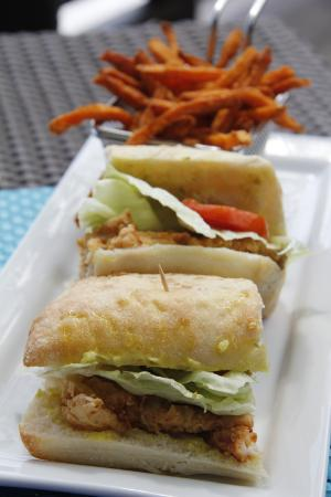 The Fish Pot at The Blue Waters Inn: Fish burger