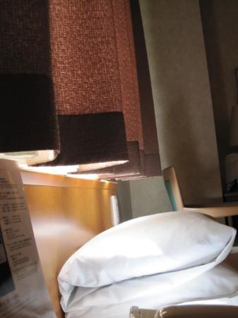 Urvest Hotel Kamata Kamata East : まぶしいベッド