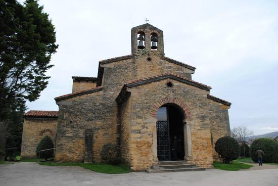 San Julian de los Prados : Portada delantera