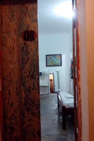 Pousada Porto das Barcas: Entrando no quarto 1