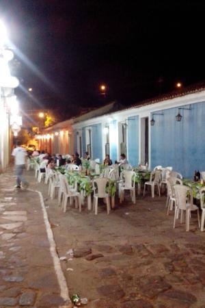Pousada Porto das Barcas: Restaurantes na porta da pousada
