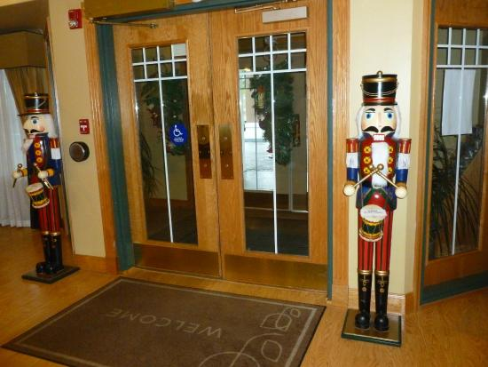 Country Inn & Suites By Carlson, Lake City: Christmas decor at Lobby doors