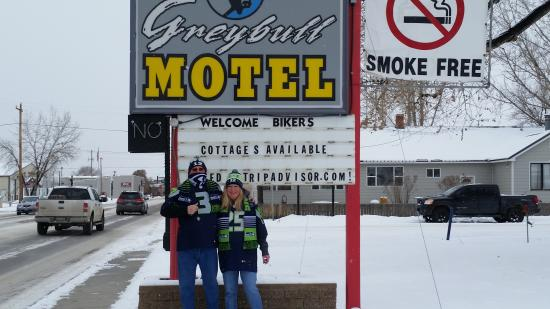 Greybull Motel: Ready to watch the final 2014 game. GO HAWKS!
