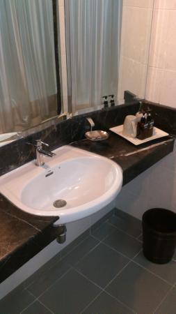 I Pavilion Phuket Hotel: Bathroom