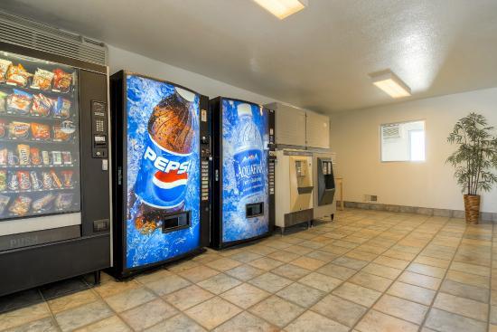 Motel 6 Blythe: Vending
