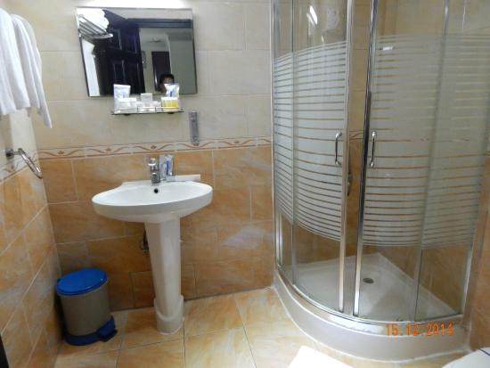 Crown Palace Hotel : ванная комната