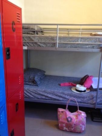 Flashpackers Noosa: Lockers in room