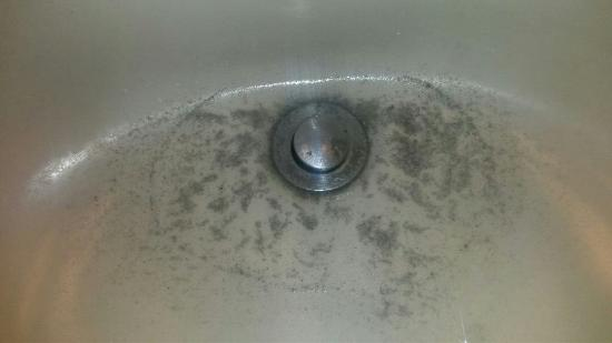 Days Inn ST. Augustine West: Dirty sink (most of the room was decent though)