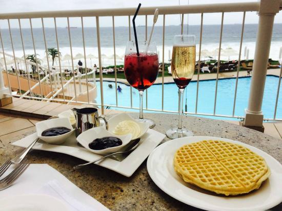 The Sugar Club: Cocktails and waffles with an ocean view