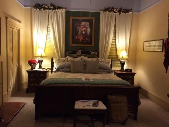 The Lattice Inn: Our lovely room