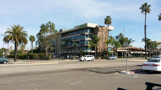 Holiday Inn San Diego-Bayside : Hotel from the outside